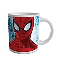 Mug céramique Spiderman Voici un petit mug de la collection Spiderman. Sur ce beau mug rouge et bleu on voit Spiderman. Vos enfants vont être ravis de boire leur chocolat chaud du petit déjeuner en compagnie de ce super héros. Le mug Spiderman est fa...