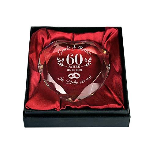 Glas in Herzform mit Gravur zur Diamant-Hochzeit - Ringe - Personalisiert mit [Namen] und [Datum] -Briefbeschwerer - Geschenkbox - Geschenkidee zum 60. Hochzeitstag - Dekoration ()