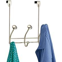 mDesign Perchero para puerta – Ganchos en acero inoxidable – Incluye tres ganchos para colgar abrigo, chaqueta, albornoz o toalla – El perfecto accesorio sin taladro para baño, cocina o habitación – Color: Satinado