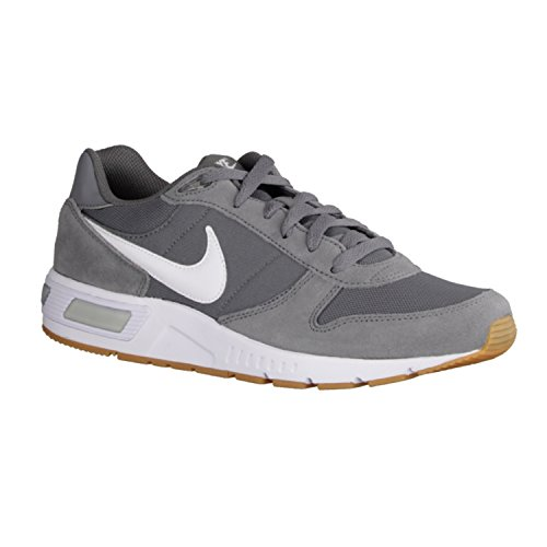 Nike Nightgazer, Scarpe da Corsa Uomo Grigio (Cool Grey/White/Gum Light Brow 007)