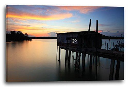 Holz-Steg mit Hütte auf Stelzen im Wasser, darüber Sonnenuntergang, 120 x 80 cm (weitere Größen verfügbar), Leinwand auf Keilrahmen gespannt und fertig zum Aufhängen