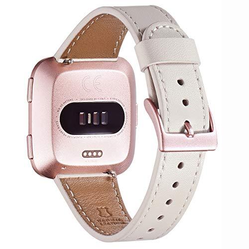WFEAGL für Fitbit Versa Armband, Top Grain Lederband Ersatzband mit Edelstahl-Verschluss für Fitbit Versa/Fitbit Versa 2 /Versa Lite Fitness(Elfenbein weiße2+Roségold Schnalle2) (Cowgirl-folie)