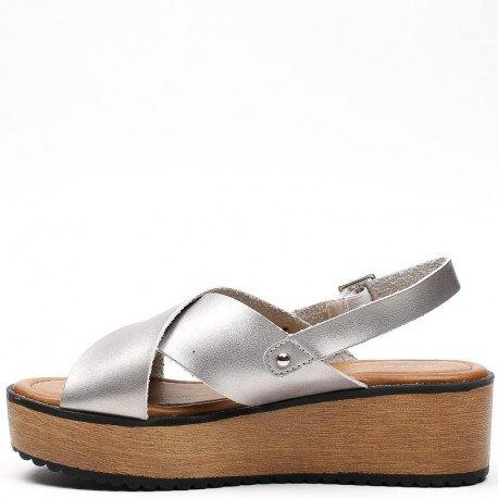 Ideal Shoes - Sandales nacrées à lanières croisées et plateforme Melinda Argent
