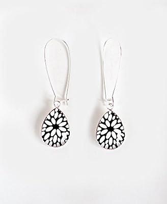 Boucles d'oreilles cabochon goutte, Fleur noir et blanc, finition argenté