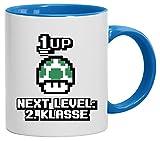 Videospiel Gamer Schulstart Schulkind bedruckte 2-farbige Kaffeetasse Bürotasse mit Spruch Motiv Retro Gamer 1 Up Pilz - Next Level 2. Klasse, Größe: onesize,weiß/hellblau