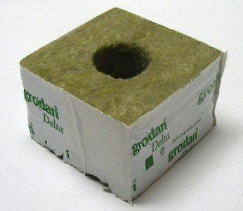 Delta 10 Block (Grodan Delta 6,5, Kulturblock, 10 x 10 x 6,5 cm, großes Loch 40/35)