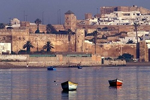 The Poster Corp John & Lisa Merrill/DanitaDelimont - Fishing Boats with 17th Century Kasbah des Oudaias Morocco Photo Print (45,72 x 30,48 cm)
