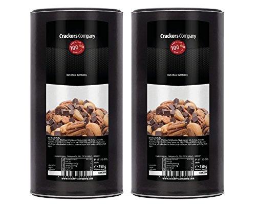 Erdnuss-schokolade (Snack aus Nuss und dunkler Schokolade, Erdnüsse, Pekannüsse, Cashew-Kerne, süß und salzig, Studentenfutter, Süßigkeiten-Mix)