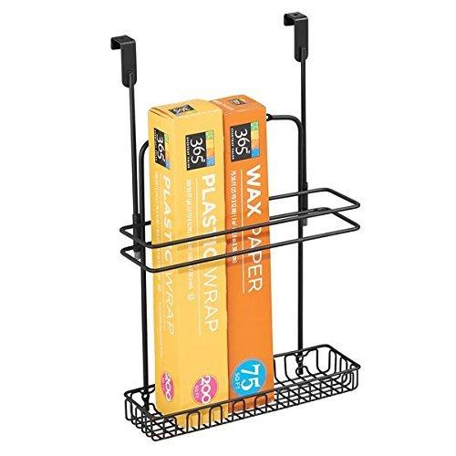mDesign Schrankkorb zum Einhängen über die Schranktür – Aufbewahrungskorb für hohe Küchen- und Badutensilien – Regalkorb aus Metall für Aluminiumfolie, Reinigungsmittel & Co. – mattschwarz
