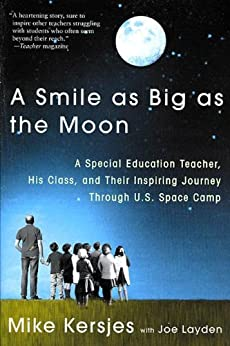 A Smile as Big as the Moon: A Special Education Teacher, His Class, and Their Inspiring Journey Through U.S. Space Camp par [Kersjes, Mike, Layden, Joe]