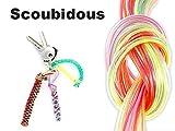Lot d'environ 26 fils scoubidous multicolors fluo et paillette Longueur d'un fil scoubidou environ: 100 cm chacun Longueur environ: 100 cm chacun Pour créer porte-clés, bracelet ou encore en figurines rigolotes à accrocher à un sac