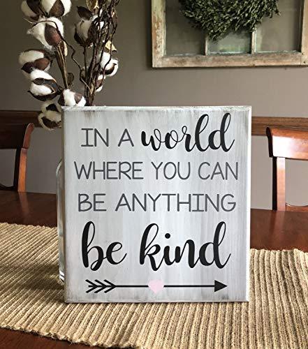 qidushop Holzschild in a World Where You can be Anything be Kind für Wohnzimmer, Schlafzimmer, Dekoration, Einweihungsgeschenk