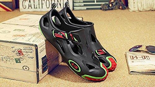 Weiche Loch-Schuhe Art- und Weisesandelholze für Männer und Frauen rutschfest und atmungsaktiv Black