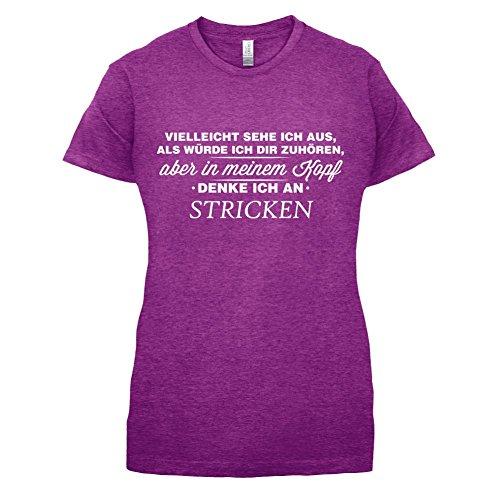 Vielleicht sehe ich aus als würde ich dir zuhören aber in meinem Kopf denke ich an Stricken - Damen T-Shirt - 14 Farben Beere