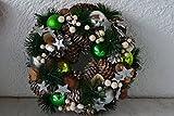 Kranz - hübscher Weihnachtskranz zum Aufhängen-mit Kugeln und echten Tannenzapfen,--in grün-silber, -Durchmesser 24 cm,