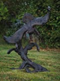 Adler auf Baumstamm