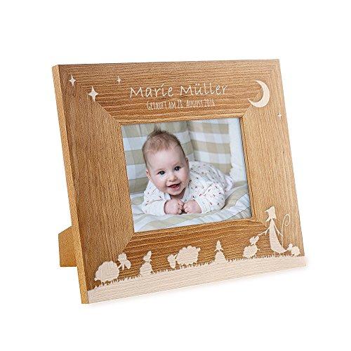 Casa Vivente Bilderrahmen mit Gravur - Zur Taufe - Motiv Schäfchen - Personalisiert mit Namen und Datum - Holzrahmen - Taufgeschenk für Mädchen und Jungen - Fotogeschenke