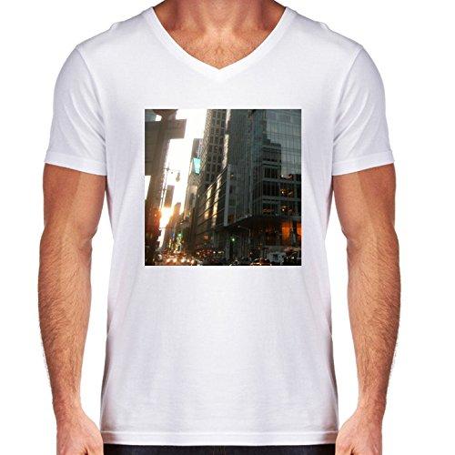 t-shirt-pour-homme-blanc-col-v-taille-m-gratte-ciel-de-hong-kong-2-by-cadellin