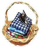 Unbekannt Korb / Wäschekorb mit Bügeleisen - Miniatur / Maßstab 1:12 - Zubehör Bad Puppenstube / Puppenhaus - Nähmaschine Bügelwäsche Waschküche Bad Badezimmer