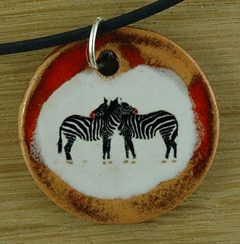 Echtes Kunsthandwerk: Toller Keramik Anhänger mit zwei Zebras; Tier, Afrika, Geschenk, Amulett, Talisman, Schmuck