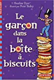 Le garçon dans la boîte à biscuits