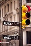 Posterlounge Holzbild 120 x 180 cm: Ampel an der Ecke Wall Street und Broadway in Manhattan von Brian Jannsen/Danita Delimont