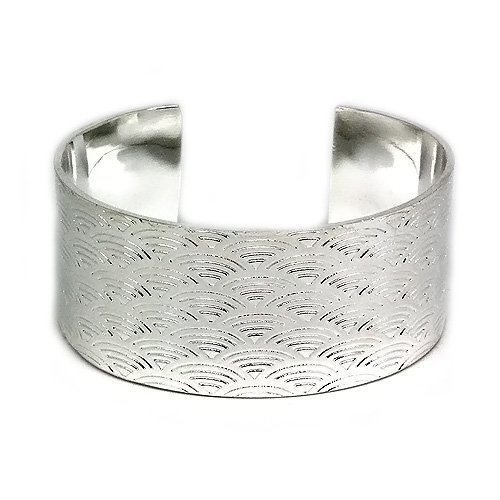 Fashion and Classy Silver Ornate Cuff Bangle with an Etched Fan Design