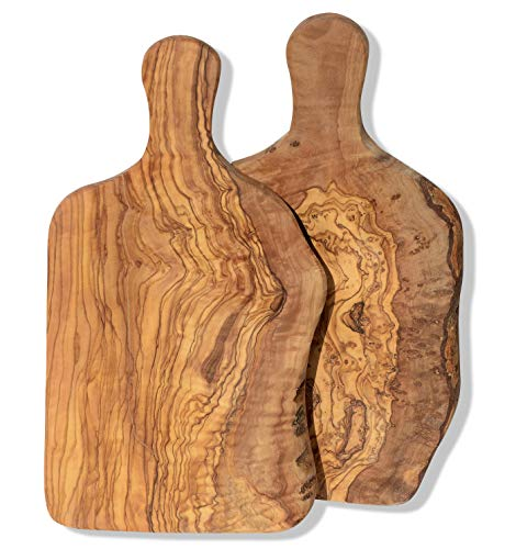 Olivenholz Brettchen DUO. 2 individuelle Holzbrettchen mit organischem Rand. Länge 27-30 cm, Breite 14-18 cm, Dicke ca. 1,5-2 cm.