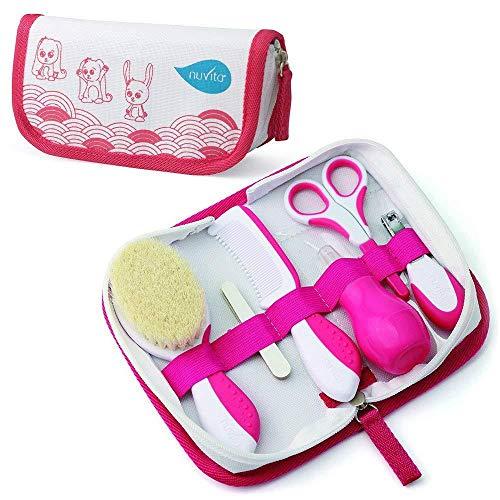 Nuvita 1136 Set per la Cura del Bambino - Trousse da bagno - Bellezza per Neonato - Forbicine per per Unghie e Capelli - Ideale per Asilo e Viaggi - Senza BPA - Marchio UE - Design Italiano (Rosa)