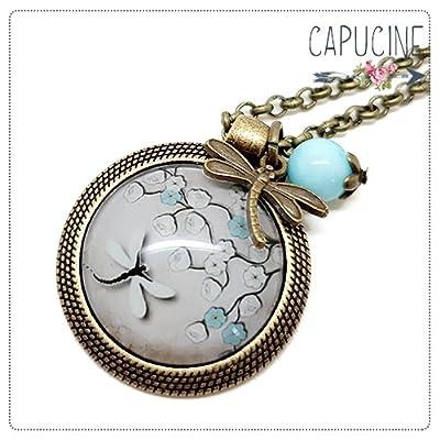 Sautoir Illustré Libellule et Arbre en Fleurs Marron, Beige et Bleu en Métal Bronze avec Cabochon en Verre, Breloque et Perle en Jade