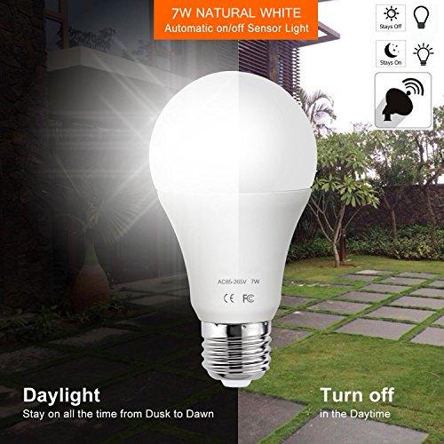 AOUVIK Sensor-Licht-Birnen mit Selbstschalter im Freien/Innen-LED-Beleuchtungs-Lampe für Portal-Haustür-Garage Keller(600lm,E26/E27, Natural white 6000K) (Licht Leben Nacht)