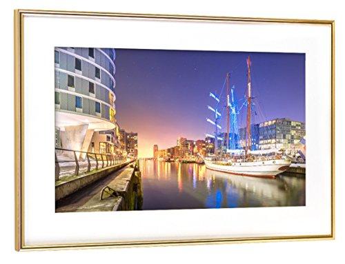 artboxONE Poster mit Rahmen Gold 75x50 cm Sandtorhafen II von Jan Hartmann - gerahmtes Poster