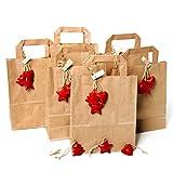 12 kleine braune Papiertüten 18 x 22 x 8 cm + 36 Stück Weihnachtsanhänger ROT Metall Baum Stern Herz Anhänger: Weihnachten Verpackung Geschenke give-away Geschenktaschen aus Kraftpapier Tüten