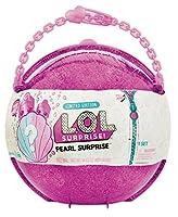 Ouvrez vite la demi-boule LOL Pearl Surprise, de 30 cm de diamètre, pour y découvrir toutes les surprises qui se cachent à l'intérieur. Génial,il y a pleins d'accessoires pour les poupées LOL à l'intérieur des petites boules. Il y a aussi un magnifiq...