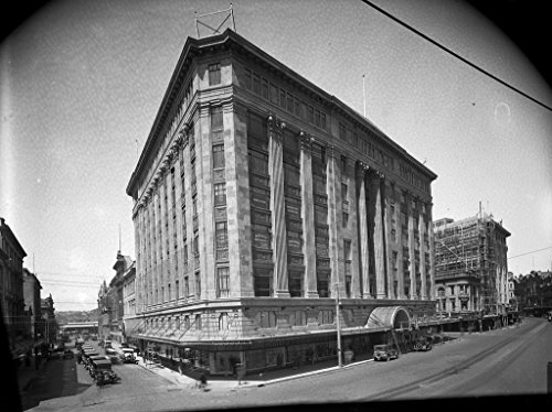 poster-a3-new-zealand-the-dic-building-taken-from-opposite-the-lambton-quay-and-brandon-street-corne