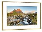 artboxONE Poster mit Rahmen Gold 45x30 cm in Den Highlands