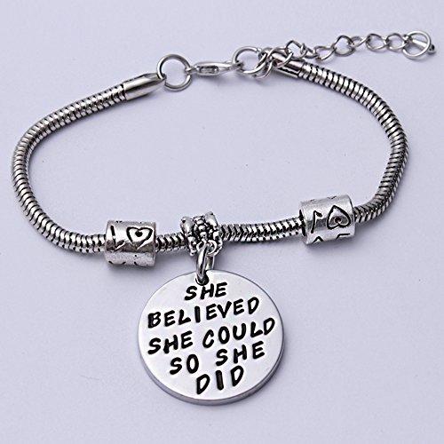 Imagen de pulsera ajustable e inspiradora con texto en inglés