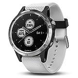 Garmin GPS-Multisport-Smartwatch Fenix 5 Plus – Music-Player mit 500 Songs - 24/7 Herzfrequenzmessung am Handgelenk, vorinstallierte Sport-Apps, integriertes GPS, Mobile Payment via NFC - Armband: Weiß, Gehäusegröße: 47mm, Gehäusefarbe: Silber, inkl. Silikon Wechselarmband schwarz