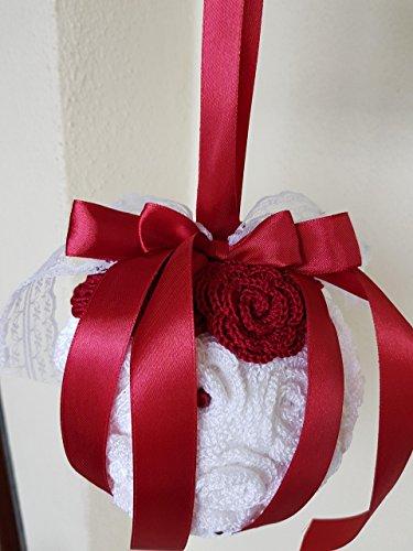 Bouquet sposa/damigella d'onore matrimonio nozze rotondo pendente handmade, in stile vintage rustico shabby chic composto da fiori artificiali, roselline lavorate all'uncinetto, arricchito da nastri, pizzi e perline.