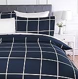 AmazonBasics - Juego de ropa de cama con funda de edredón, de microfibra, 260 x 220 cm,   Azul marino a cuadros (Navy Simple Plaid)