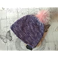 Gorro mujer de lana hecho a mano con ganchillo de color lila con pompón de  pelo 0be42251f16
