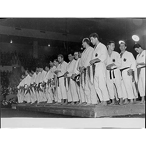Vintage Foto Di Judo paese rappresentanti in piedi sul palco.- Dec (Stampa Vintage Tunica)