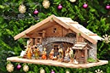 Große Weihnachtskrippe, mit Brunnen + Dekor, ca. 60 cm Massivholz historisch braun - mit 12 x PREMIUM-Krippenfiguren + Engel ÖLBAUM