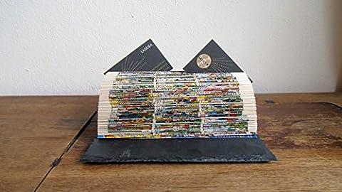 Notizzettelhalter (Foto-, Memo-, Karten-, Zettel-, Visitenhalter) aus gefaltetem Comicbuch auf Schieferplatte,
