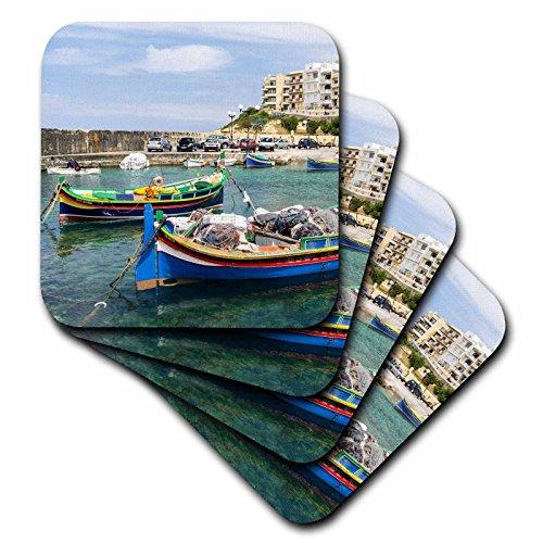 Danita Delimont–Boote–Hotel Gebäude und traditionellen luzzu Boote, Gozo Insel, Malta.–Untersetzer, Gummi, set-of-8-Soft (Küsten-dekor-tischsets)