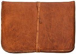 Diese schöne Ledertasche besticht durch ihr zeitloses, klassisches Design. Die stabile, funktionelle Ausstattung dieser College-Tasche mit reichlichem Platz für Notebook, I-Pad und für Schreibutensilien verspricht Freude am vielfältigen Einsatz fü...