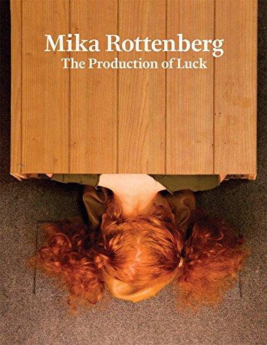 Mika Rottenberg - the Production of Luck by Wayne Koestenbaum (Contributor), Julia Bryan-Wilson (Contributor), Mika Rottenberg (Illustrator), (14-Feb-2014) Hardcover par Julia Bryan-Wilson (Contributor), Mika Rottenberg (Illustrator), Wayne Koestenbaum (Contributor)