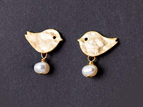 Niedliche Perlen-Ohrringe, zierlicher Schmuck, matt vergoldete Vogel-Ohrstecker mit echten Süßwasser-Perlen, Vögelchen-Stecker, das perfekte Geschenk für Sie