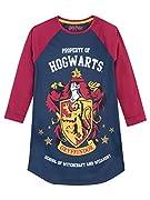 Camicia da notte di Harry Potter da ragazze. Questa camicia da notte blu scuro e bordeaux è l'ideale per il tuo piccolo mago da indossare per una notte nei dormitori di Hogwarts. Ha l'emblema della casa di Grifondoro stampato sul davanti ment...