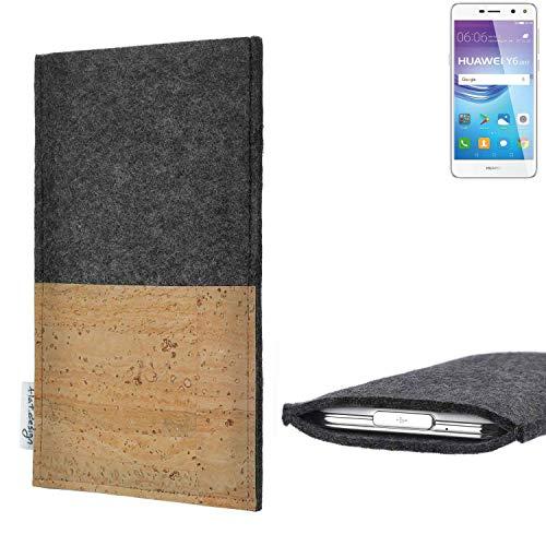 flat.design vegane Handy Hülle Evora für Huawei Y6 2017 Single SIM Kartenfach Kork Schutz Tasche handgemacht fair vegan
